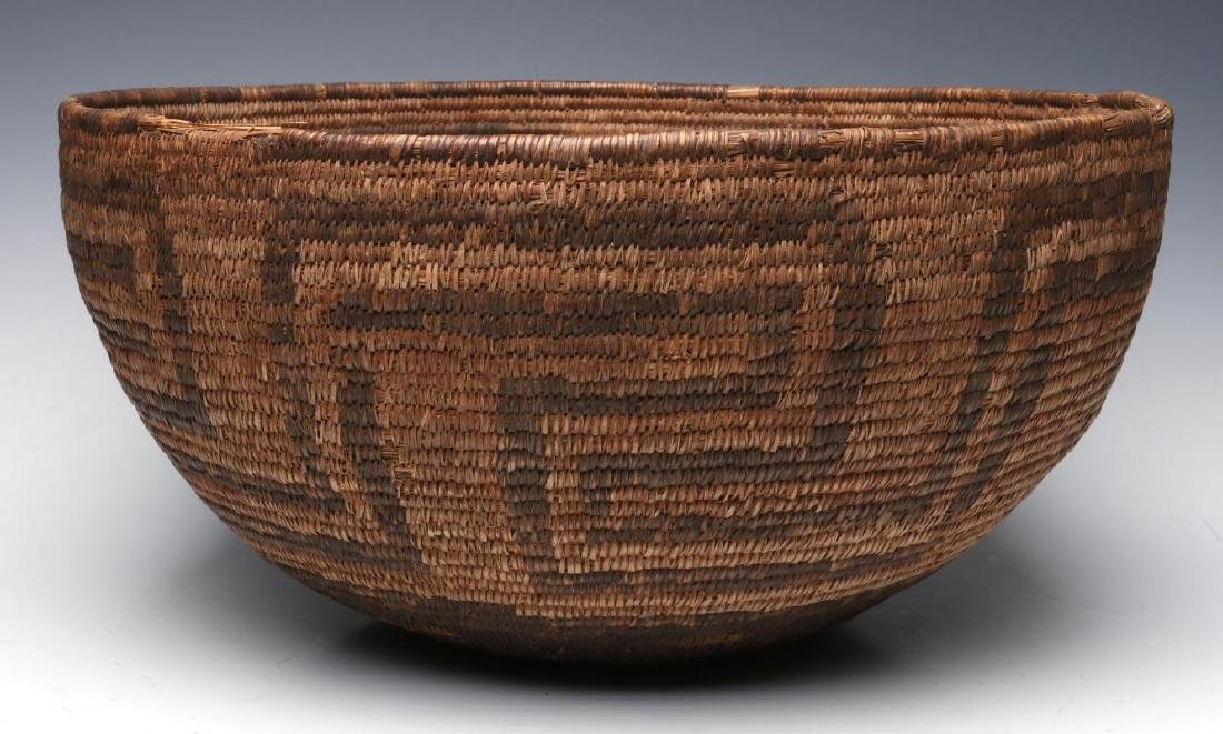 A VERY LARGE LATE 19TH C. PIMA OR PAPAGO BASKET - 2