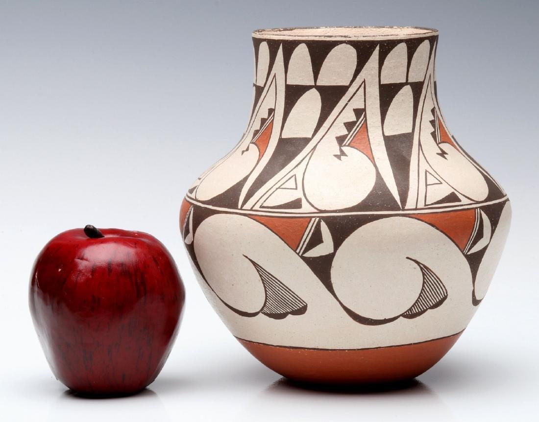 A LAGUNA PUEBLO POTTERY JAR SIGNED E. CHEROMIAH - 2