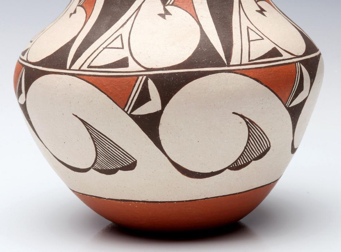 A LAGUNA PUEBLO POTTERY JAR SIGNED E. CHEROMIAH - 4
