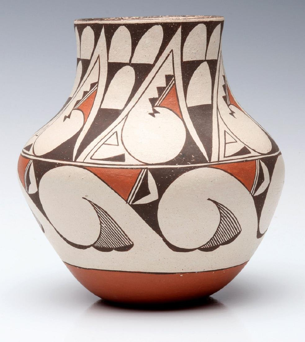 A LAGUNA PUEBLO POTTERY JAR SIGNED E. CHEROMIAH - 6
