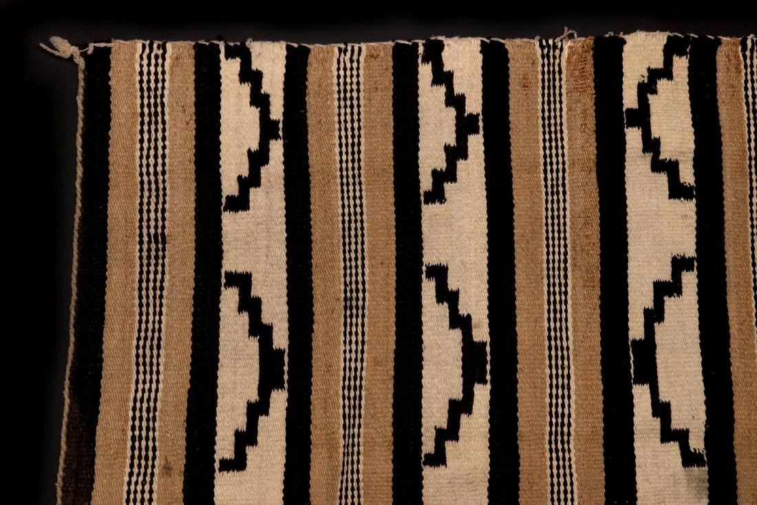 A LATE 20TH C. CHINLE NAVAJO WEAVING - 2