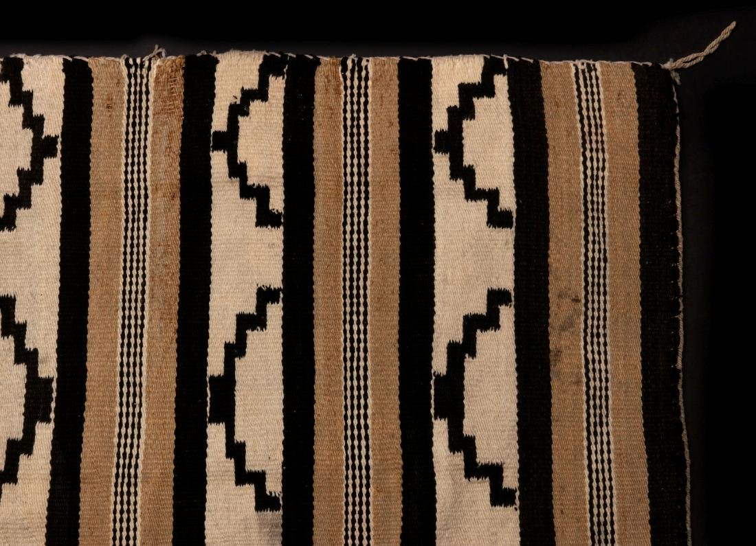 A LATE 20TH C. CHINLE NAVAJO WEAVING - 3