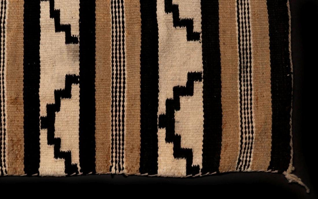 A LATE 20TH C. CHINLE NAVAJO WEAVING - 4