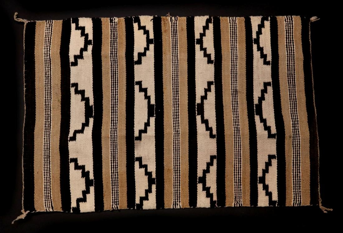 A LATE 20TH C. CHINLE NAVAJO WEAVING - 8