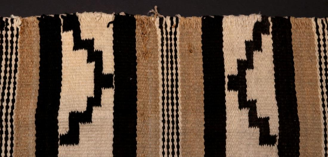 A LATE 20TH C. CHINLE NAVAJO WEAVING - 9