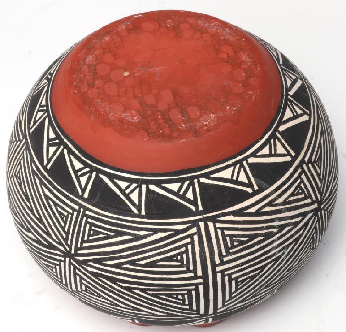 A COLLECTION OF SANTA CLARA AND ACOMA POTTERY - 10