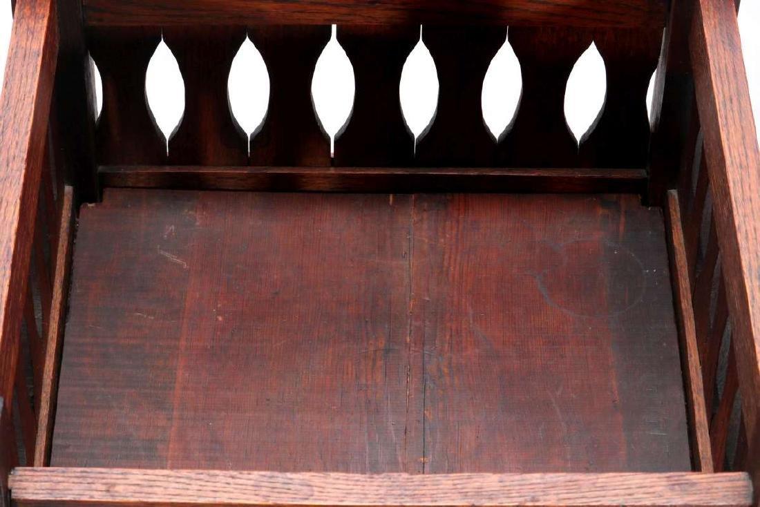 A CIRCA 1910 OAK ARTS AND CRAFTS PLANTER - 6