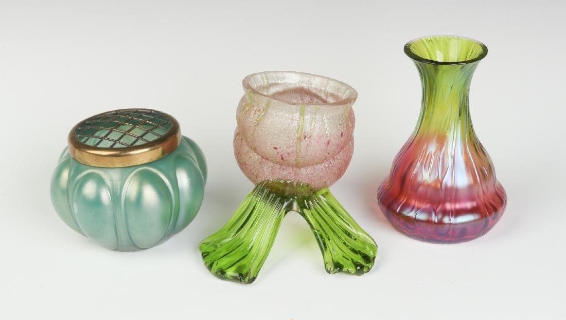A THREE-PIECE LOT OF AUSTRIAN ART GLASS - 4