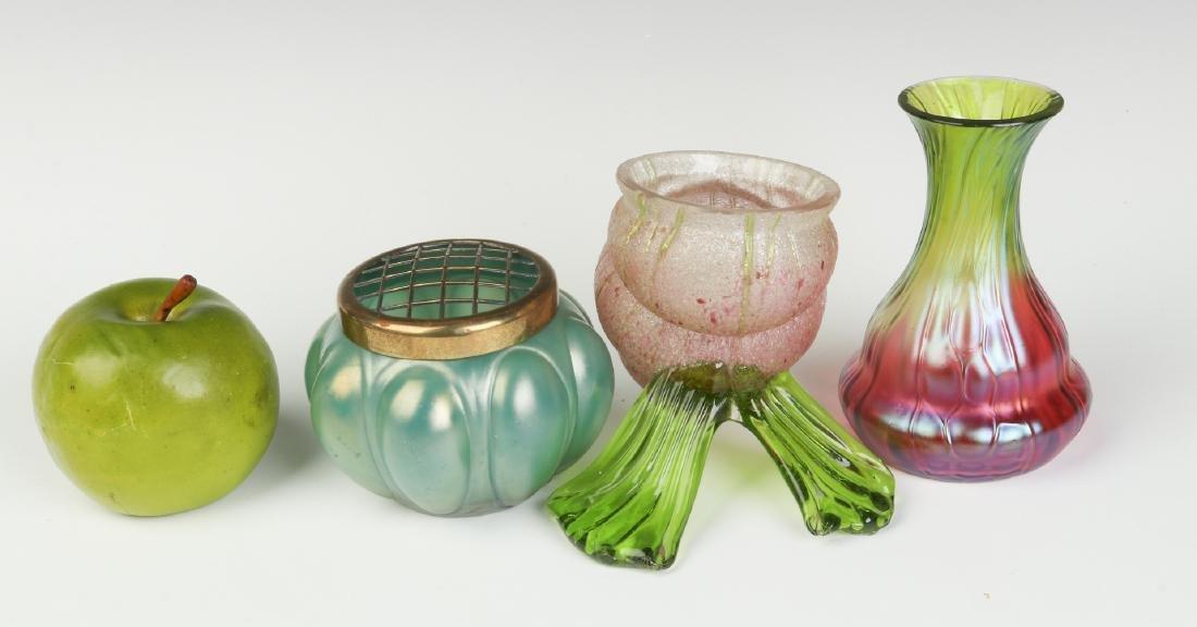 A THREE-PIECE LOT OF AUSTRIAN ART GLASS - 8