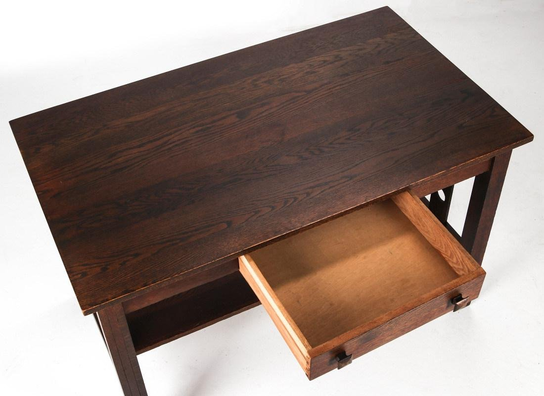 AN OAK ARTS & CRAFTS LIBRARY TABLE CIRCA 1910 - 2