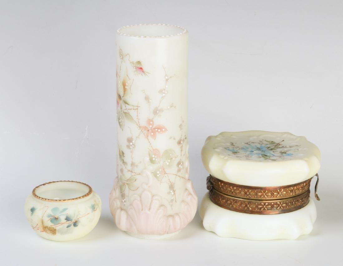 A WAVECREST VICTORIAN ART GLASS ITEMS - 5