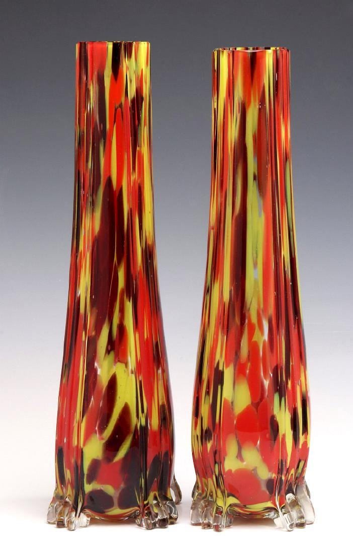A PAIR OF CZECHOSLOVAKIAN ART GLASS VASES - 7
