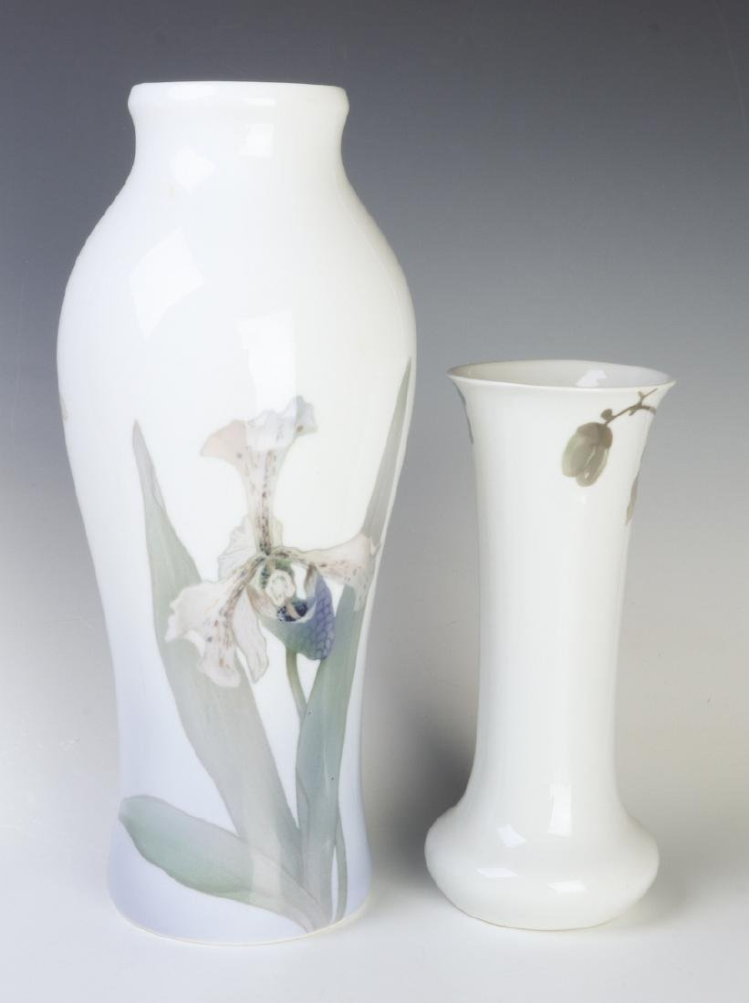 TWO WELL-EXECUTED EUROPEAN PORCELAIN VASES - 3