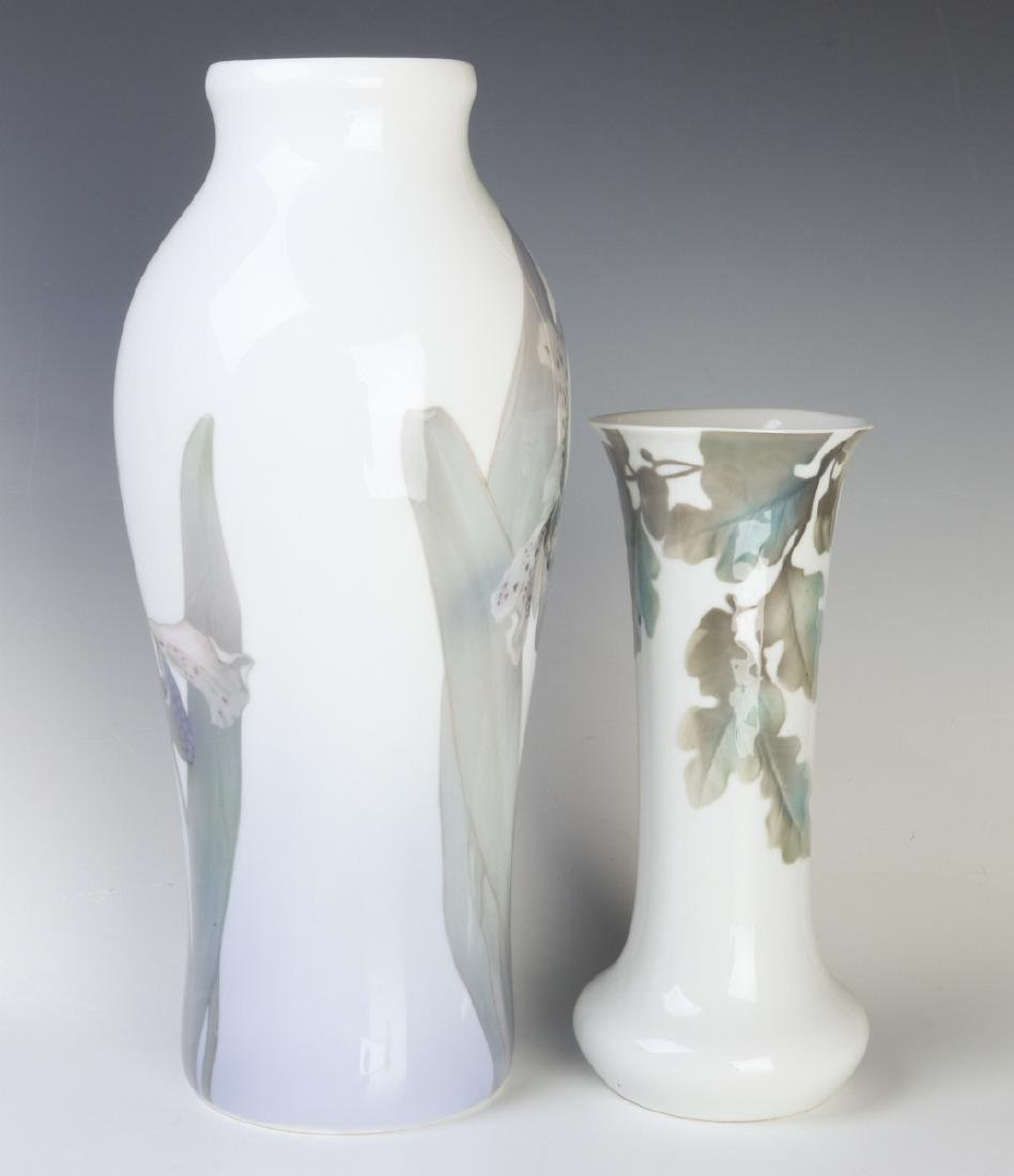 TWO WELL-EXECUTED EUROPEAN PORCELAIN VASES - 4