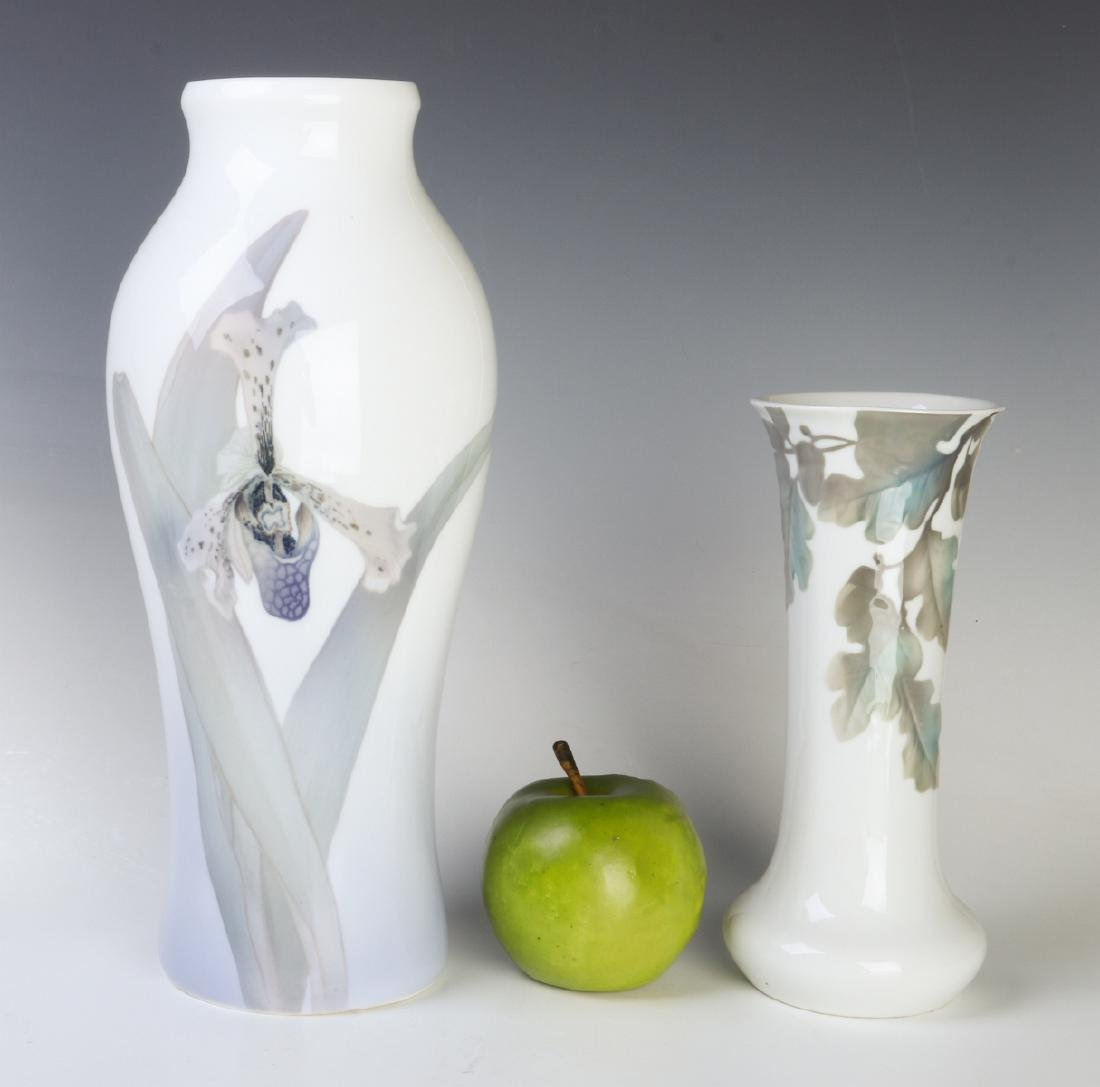TWO WELL-EXECUTED EUROPEAN PORCELAIN VASES - 7