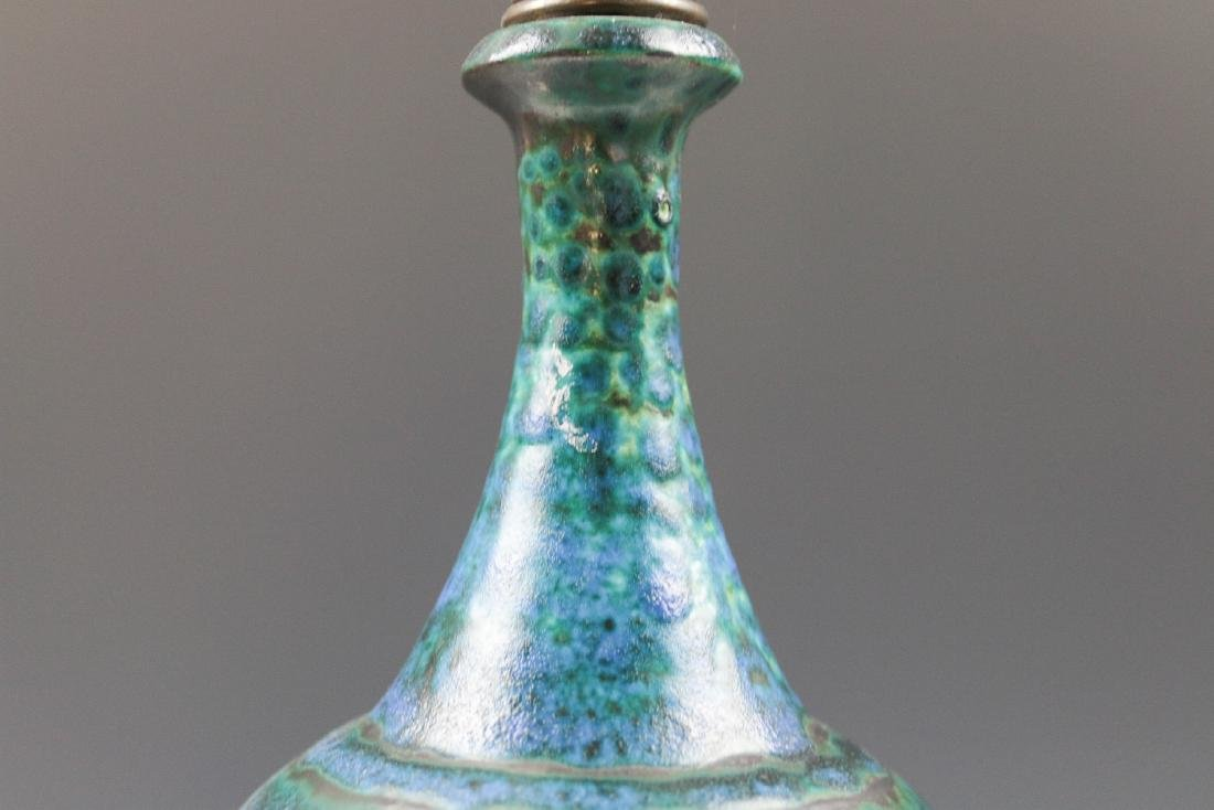 A MID-20TH CENTURY ART POTTERY LAMP - 3