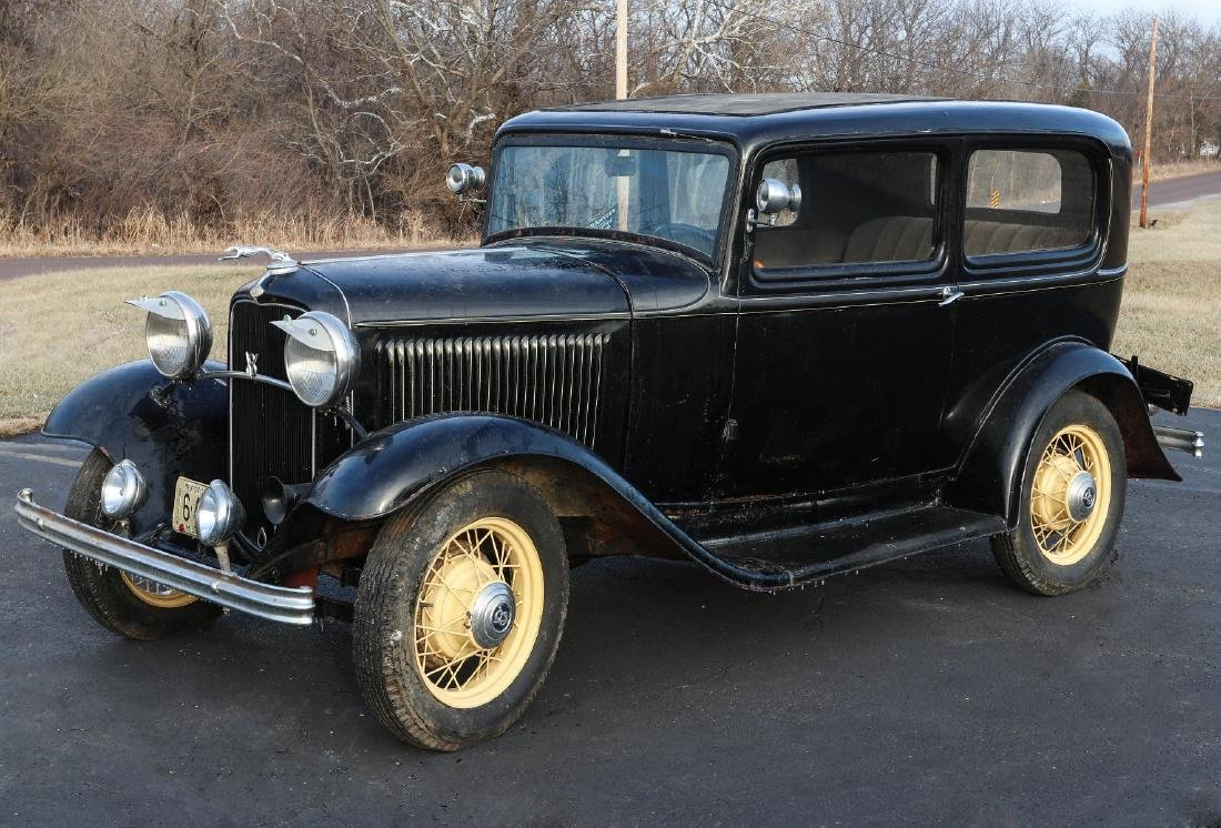 A 1932 FORD TWO DOOR COACH