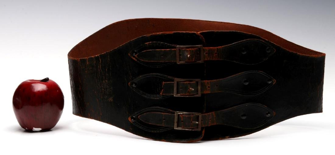 A VINTAGE LEATHER MOTORCYCLE RIDER'S BELT - 2