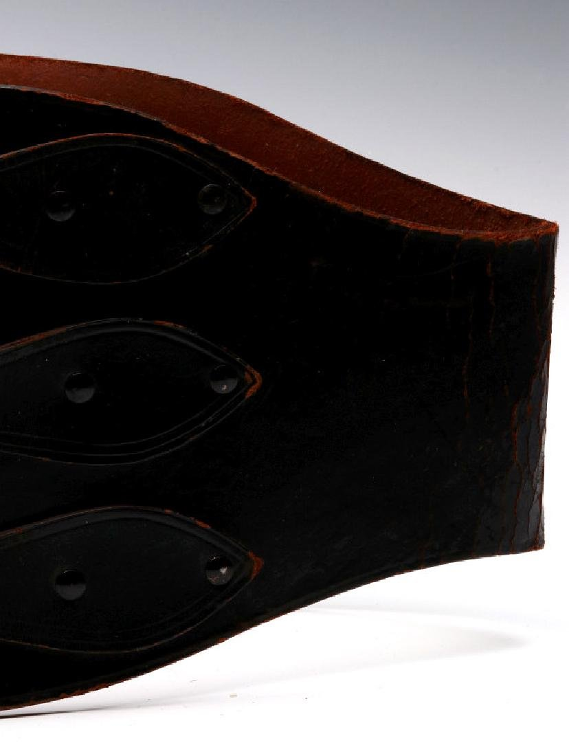A VINTAGE LEATHER MOTORCYCLE RIDER'S BELT - 5