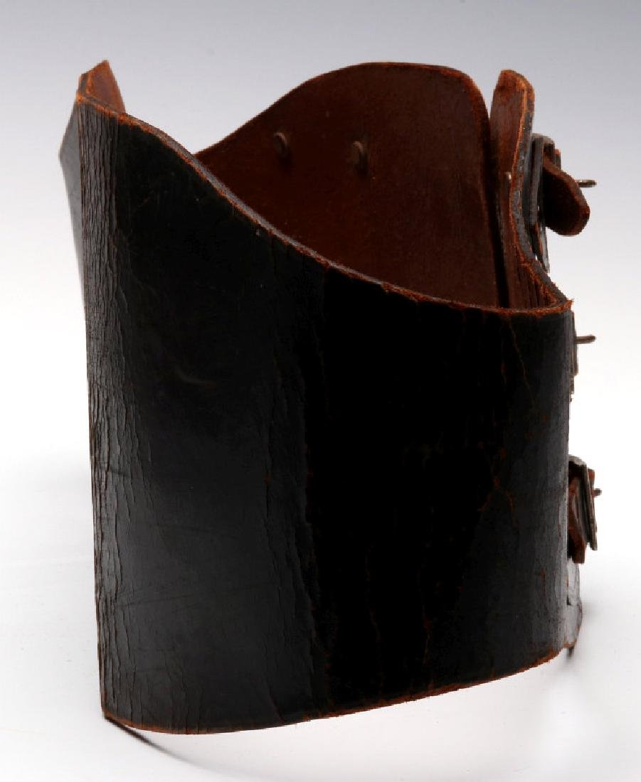 A VINTAGE LEATHER MOTORCYCLE RIDER'S BELT - 8