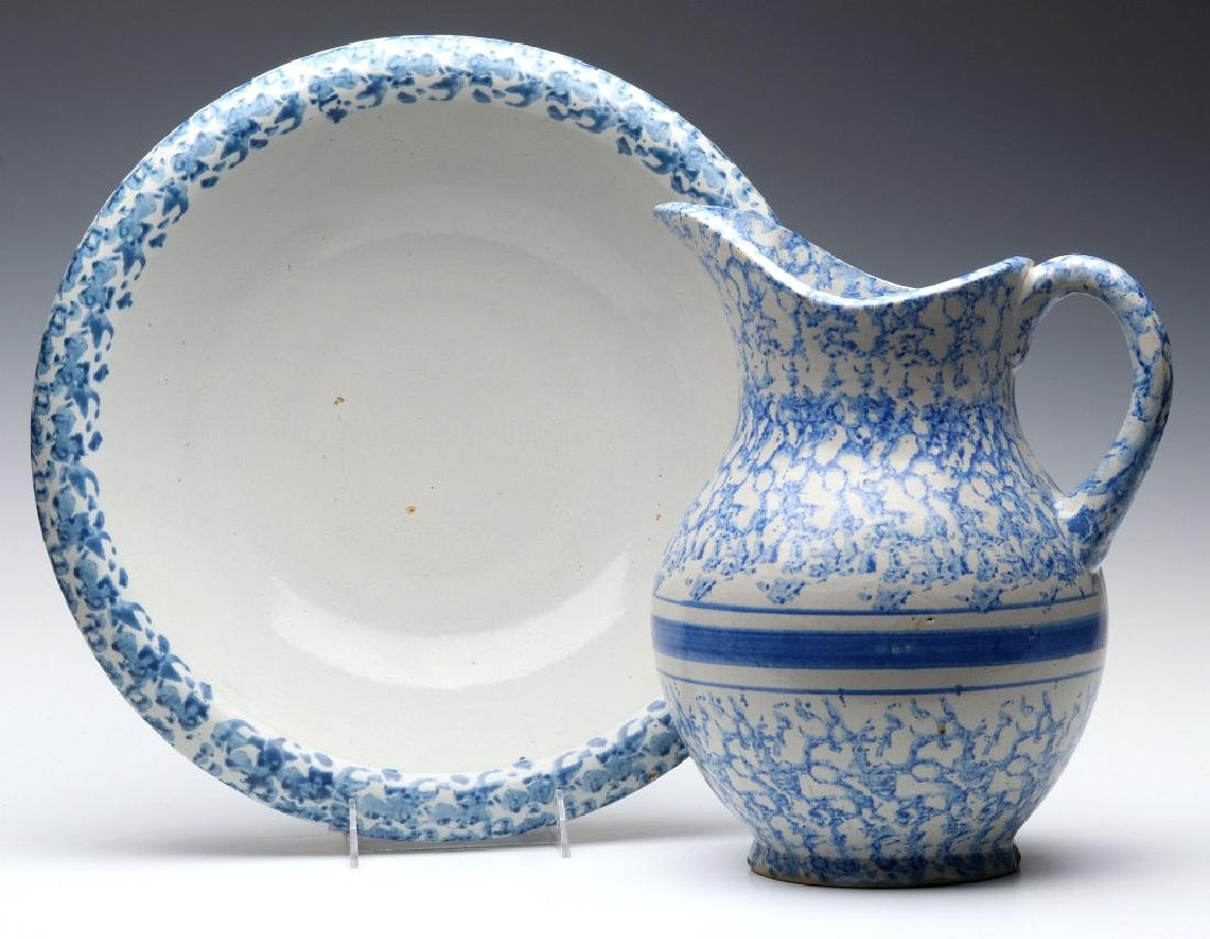 A BLUE AND WHITE SPONGEWARE BOWL AND PITCHER SET