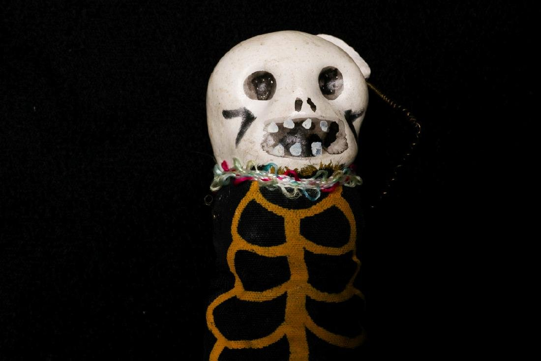 VINTAGE HALLOWEEN NOISEMAKERS AND POP-OUT GAG - 4