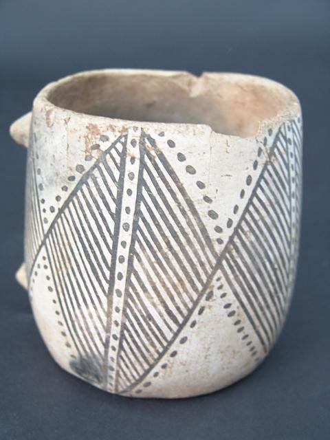 13: PREHISTORIC AMERICAN INDIAN SOUTHWEST POTTERY VESSE