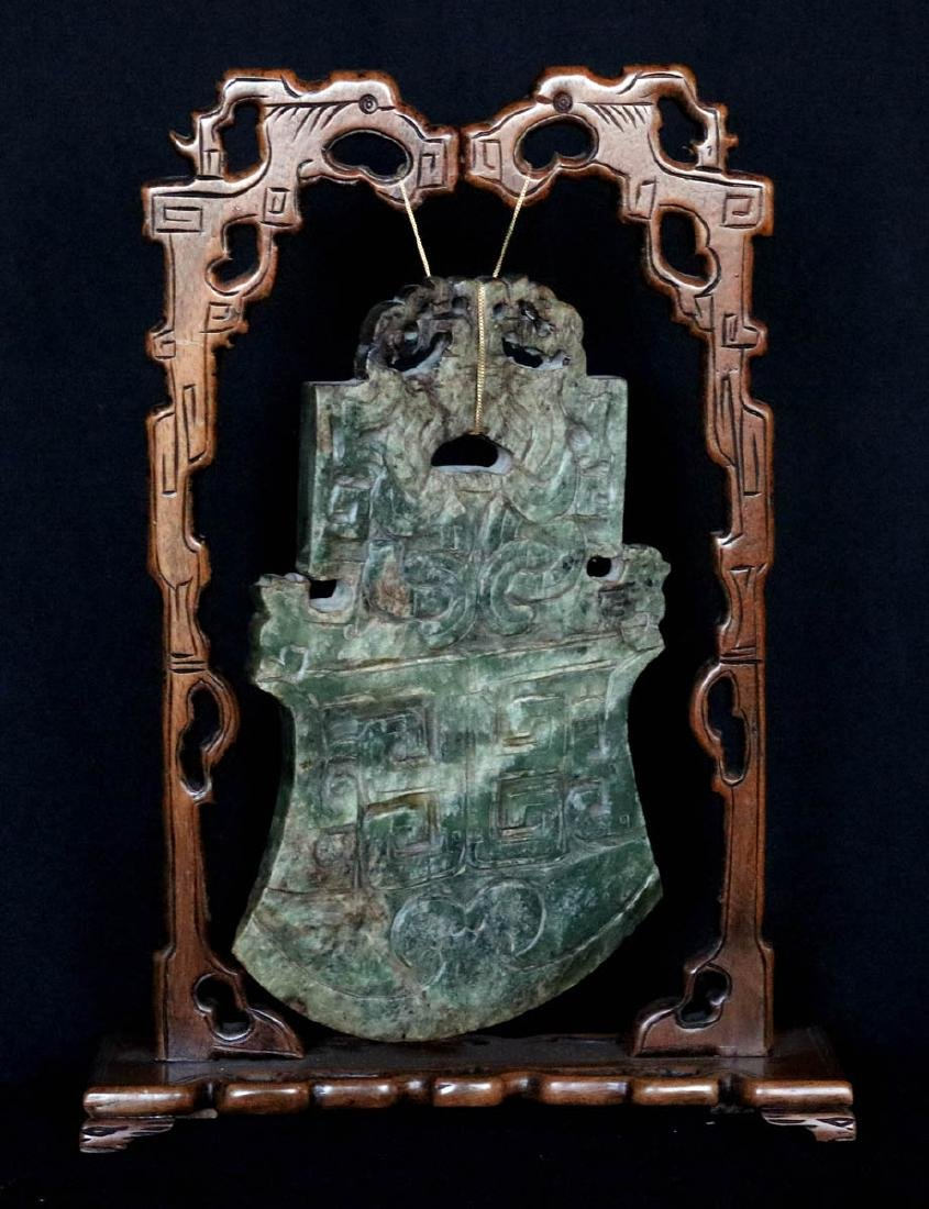 AN ANTIQUE CHINESE CARVED SPINACH JADE PLAQUE