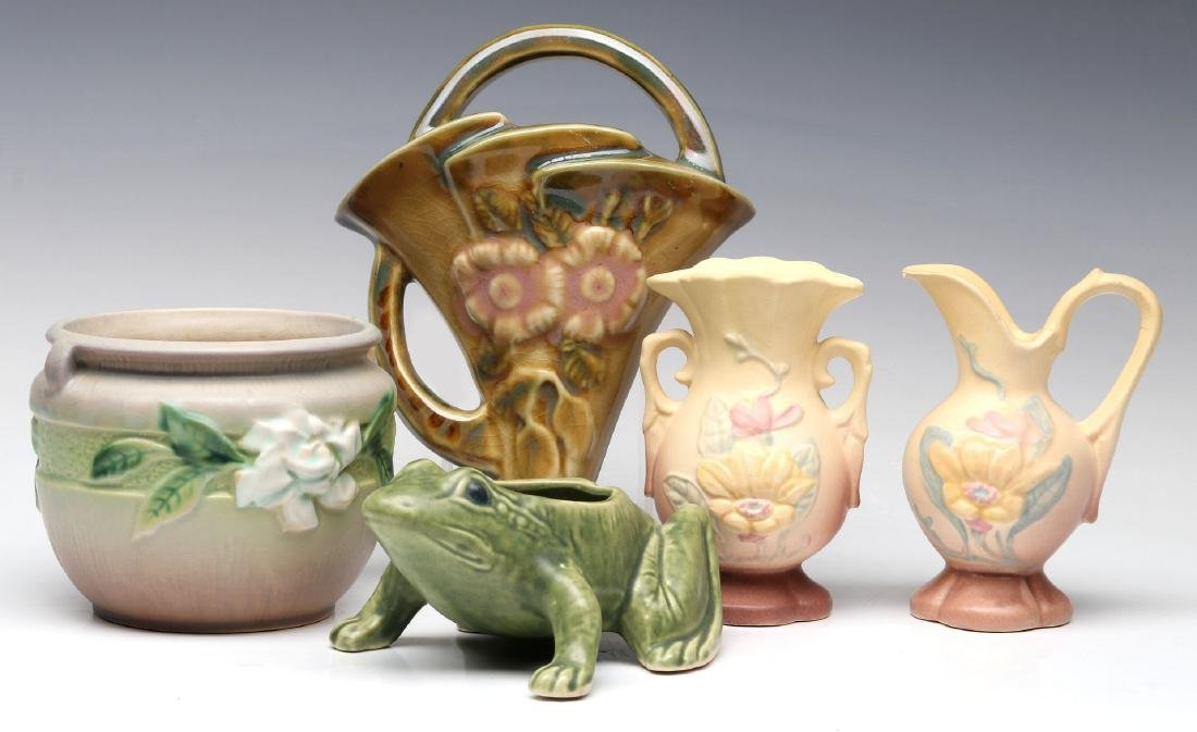 A COLLECTION OF ROSEVILLE AND HULL ART POTTERY