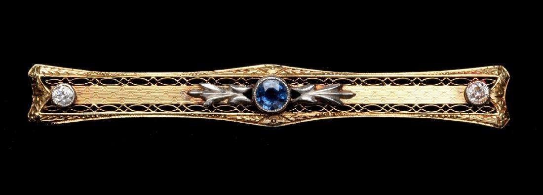 AN EDWARDIAN 14K GOLD SAPPHIRE AND DIAMOND BAR PIN