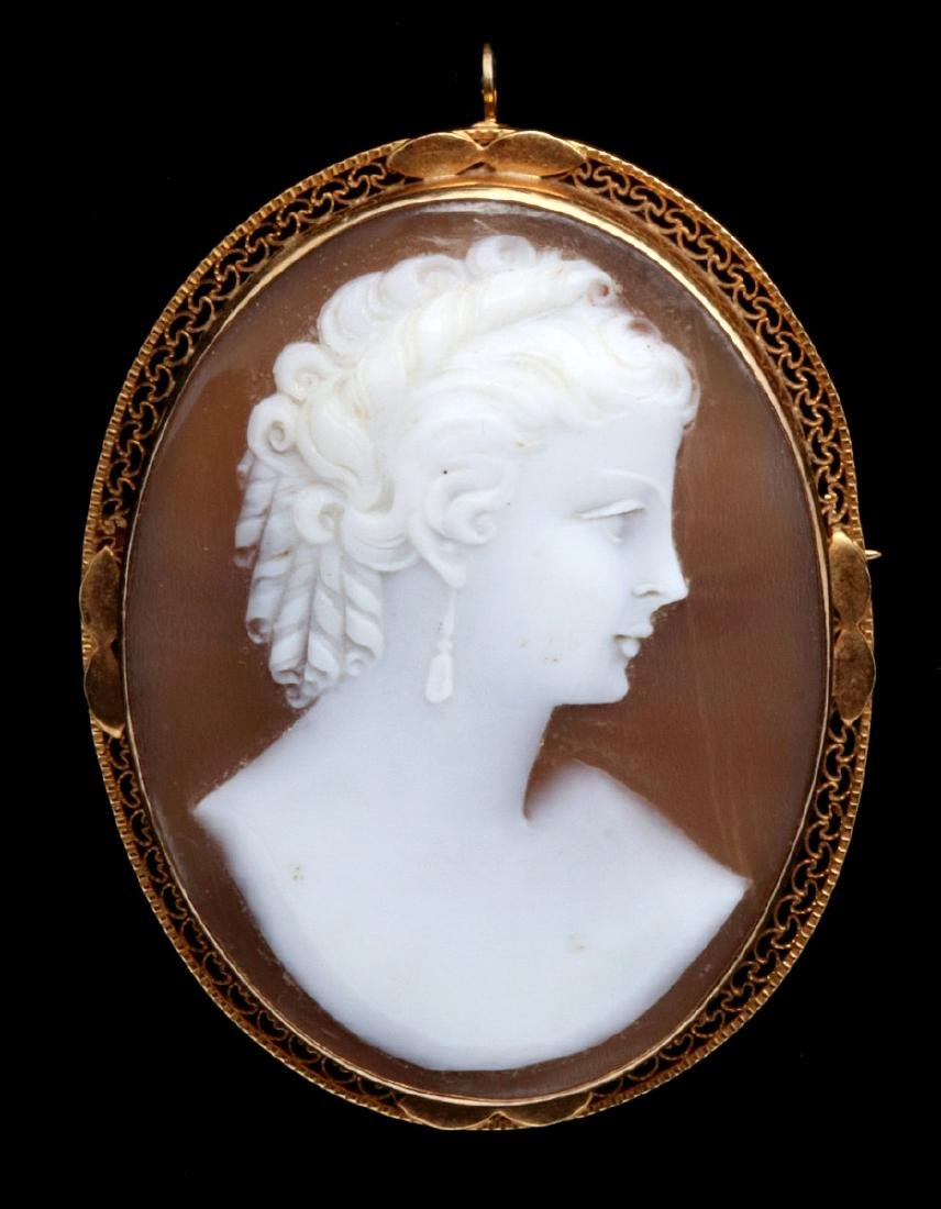 AN ANTIQUE CARVED SHELL CAMEO BROOCH IN 14K GOLD