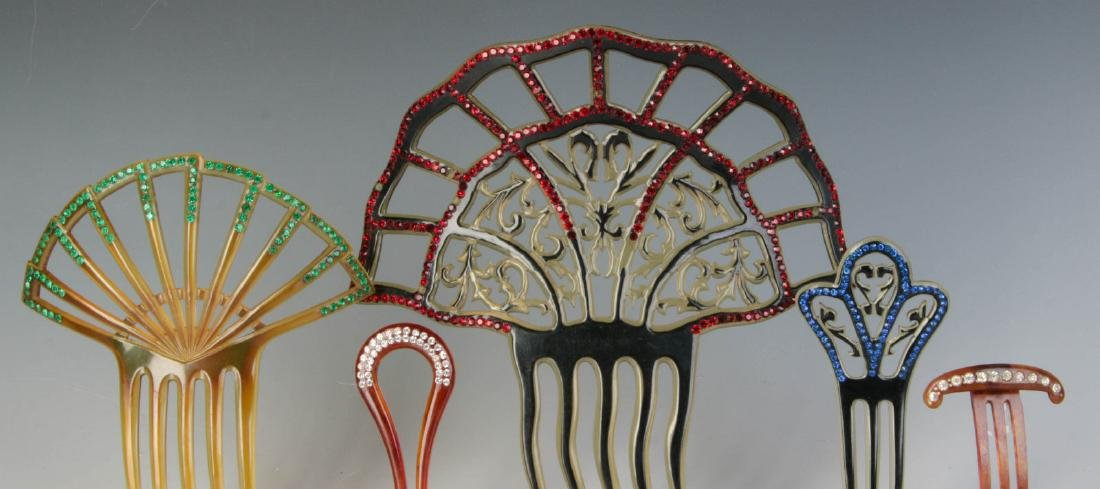 A COLLECTION OF VICTORIAN HAIR COMBS