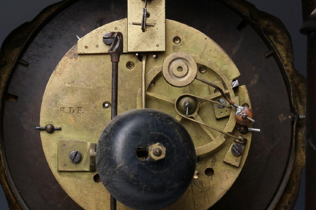 A 19TH CENTURY CONTINENTAL MARQUETRY PORTICO CLOCK - 5