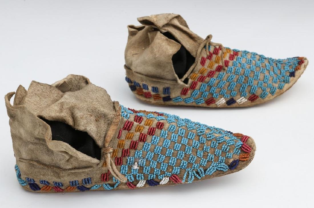 A PAIR NATIVE AMERICAN SINEW SEWN MOCCASINS C 1900 - 7
