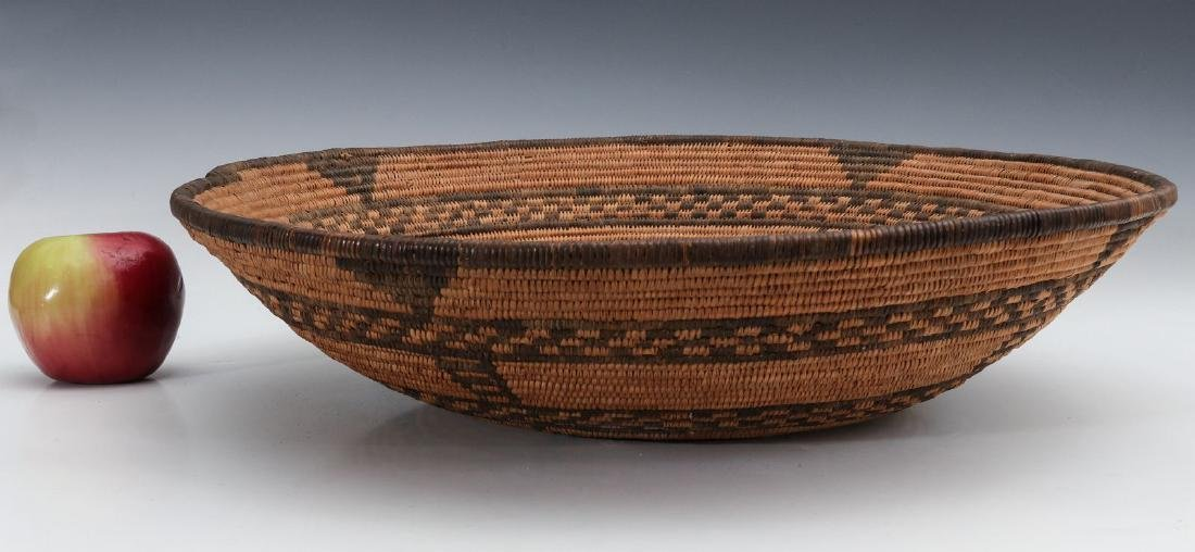 A GOOD EARLY 20TH C PIMA INDIAN BASKETRY BOWL - 2