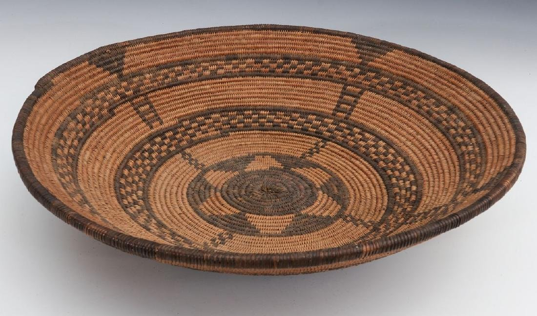 A GOOD EARLY 20TH C PIMA INDIAN BASKETRY BOWL - 3