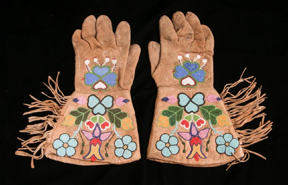 A PAIR EARLY 20TH CENTURY OJIBWE BEADED GAUNTLETS