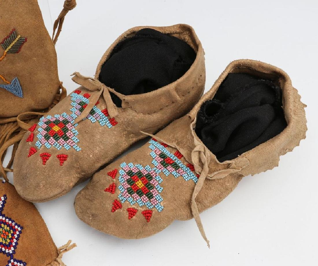 NATIVE AMERICAN BEADED HIDE POUCH AND MOCCASINS - 4