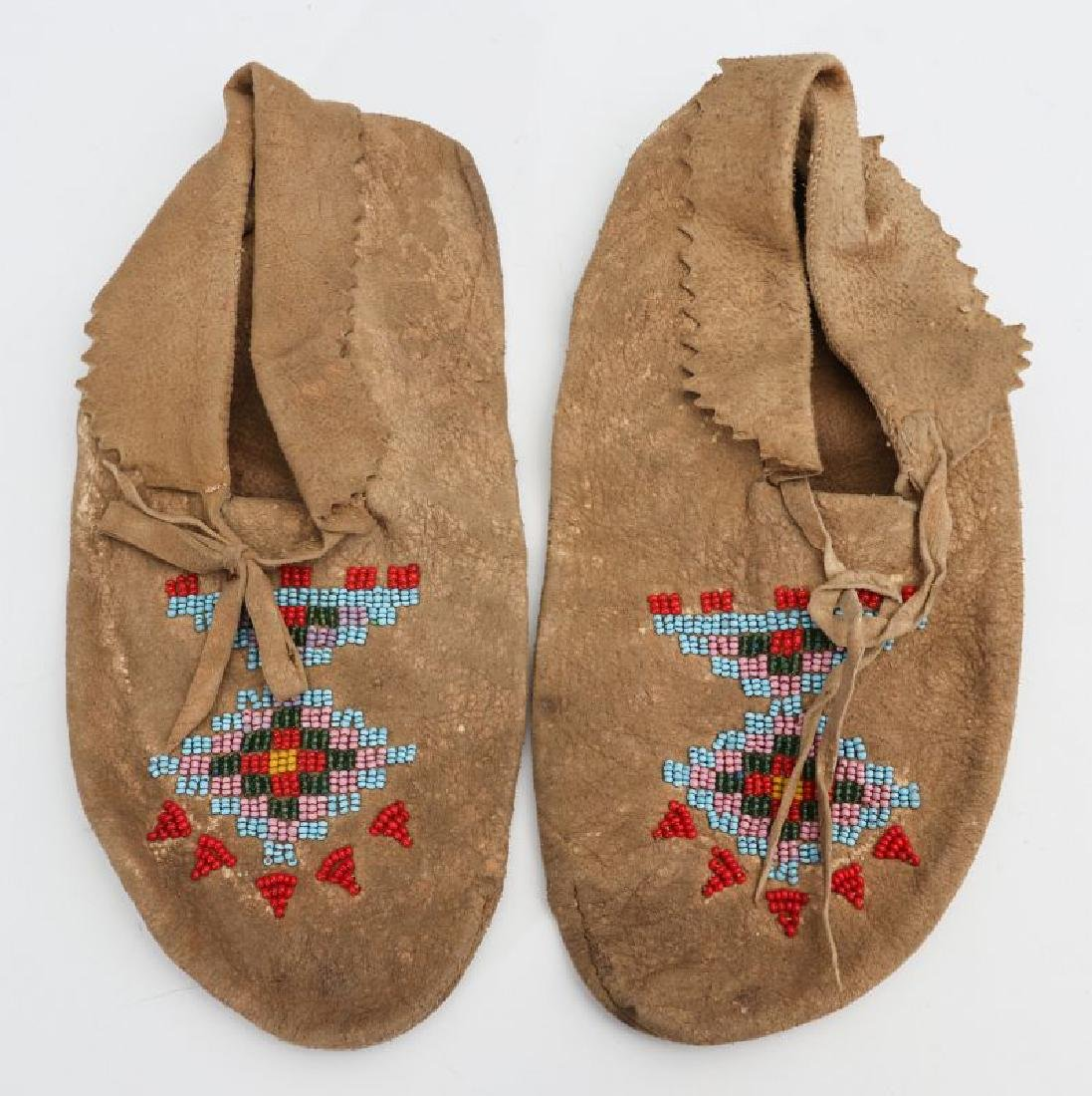 NATIVE AMERICAN BEADED HIDE POUCH AND MOCCASINS - 9
