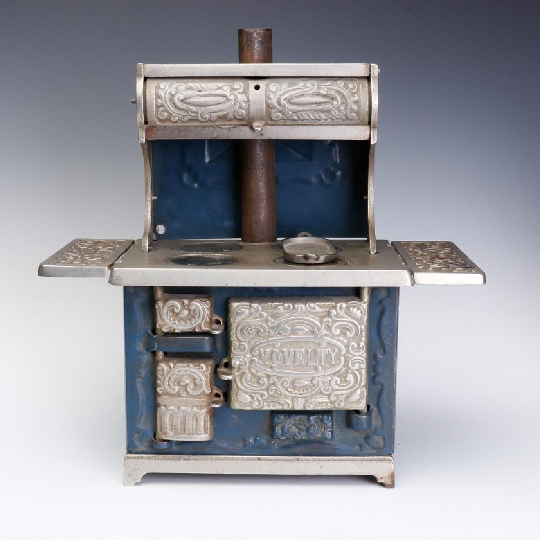 A 19TH CENTURY KENTON 'NOVELTY DELUXE' TOY STOVE