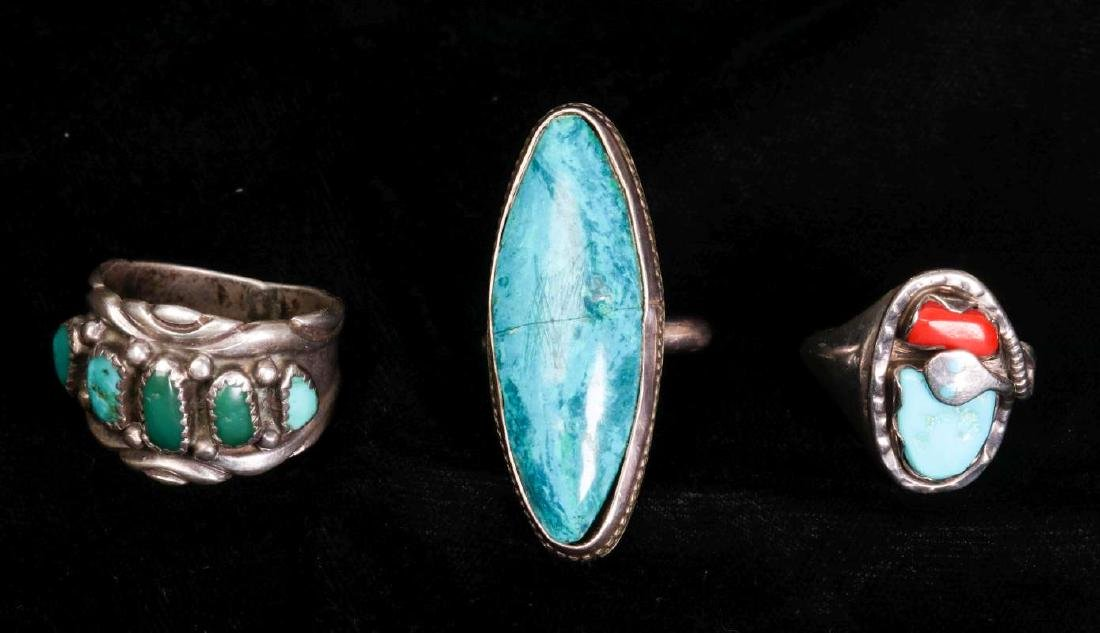 A COLLECTION OF NAVAJO AND ZUNI JEWELRY