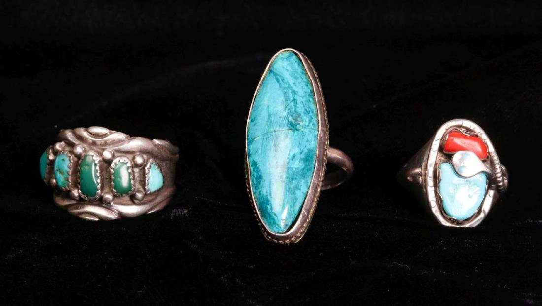 A COLLECTION OF NAVAJO AND ZUNI JEWELRY - 2