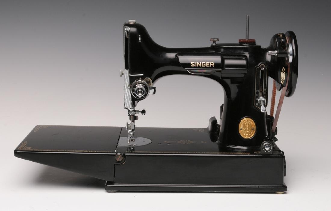 CIRCA 1950 SINGER FEATHERWEIGHT SEWING MACHINE