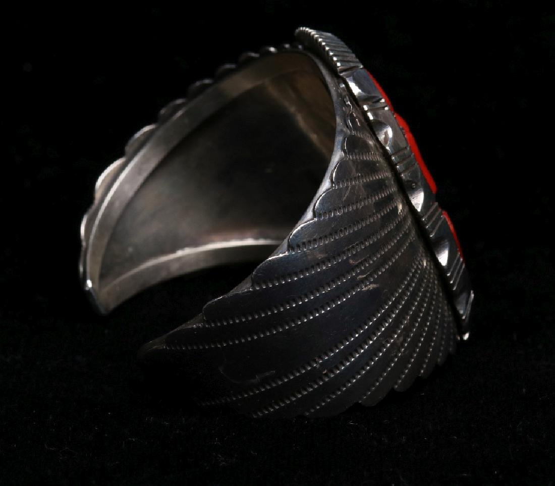 A NAVAJO STERLING AND CORAL CUFF BRACELET - 3