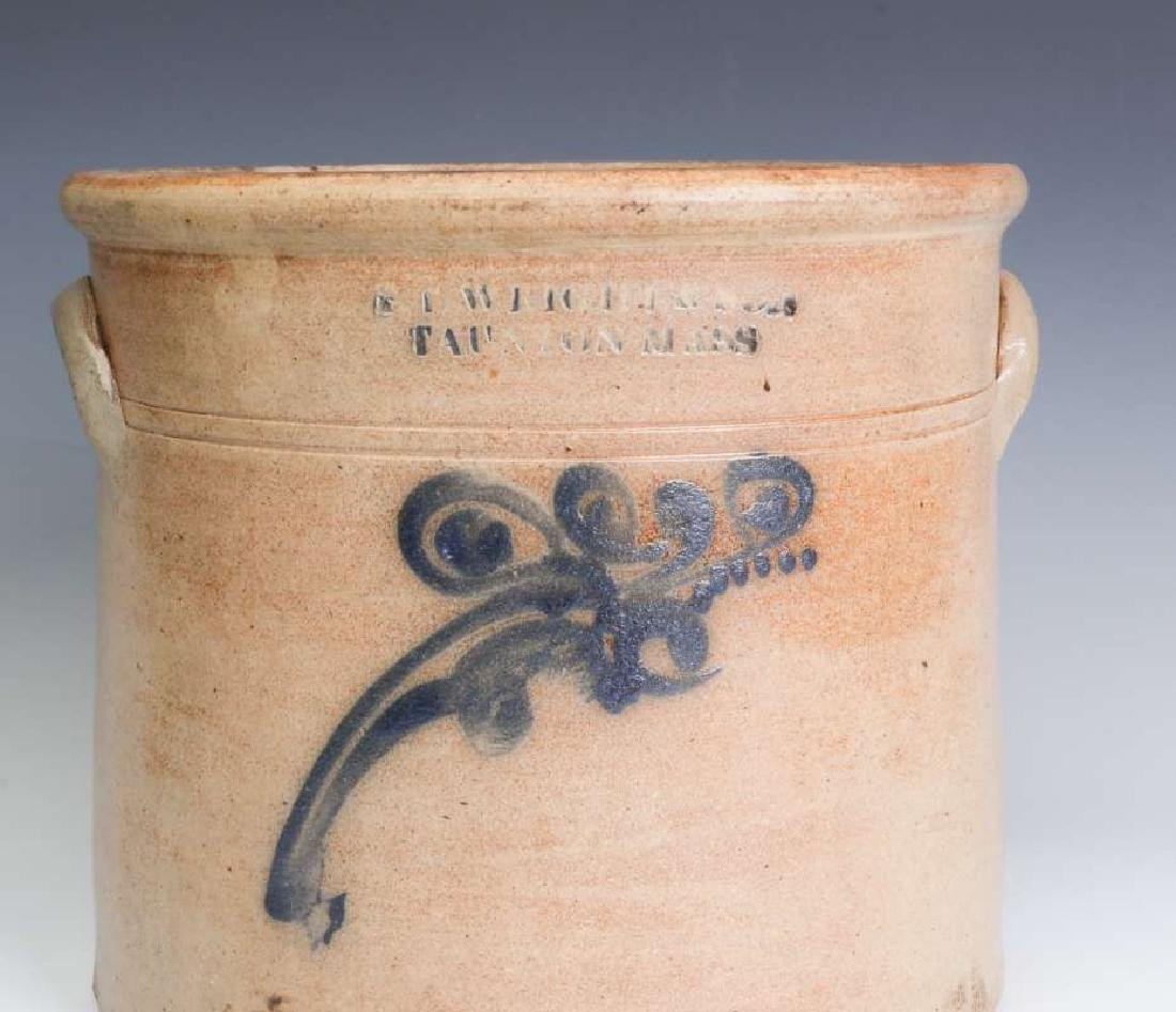 A BLUE DECORATED CROCK SIGNED WRIGHT & SON - 5
