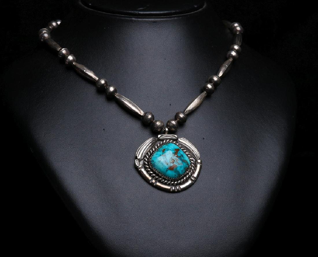 A MID 20TH C. NAVAJO STERLING & TURQUOISE PENDANT