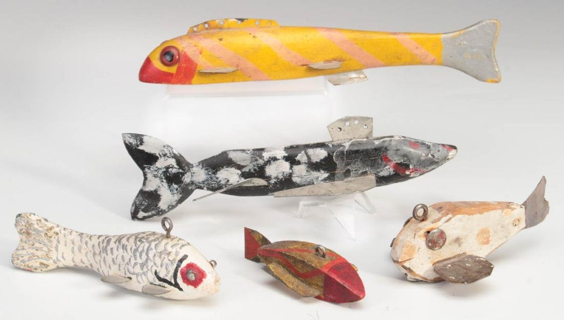 A COLLECTION OF VINTAGE FISH DECOYS