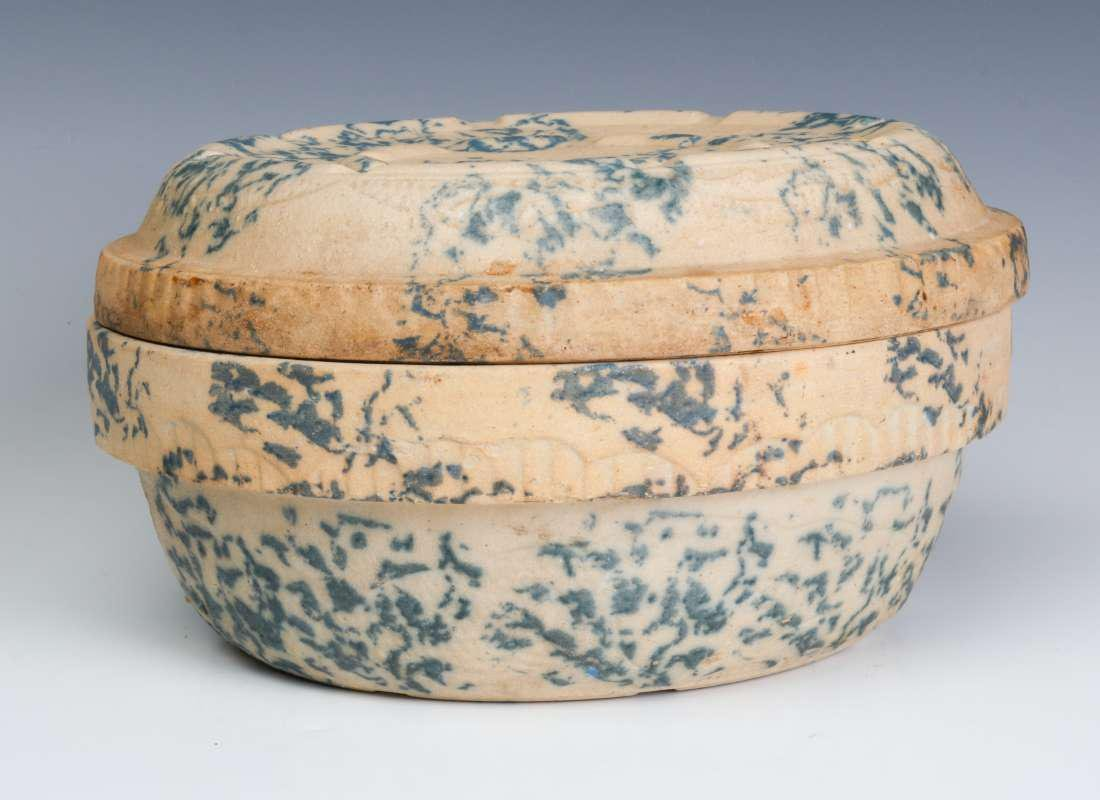 AN ANTIQUE BLUE AND WHITE SPONGE STONEWARE BAKER - 2