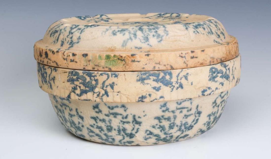 AN ANTIQUE BLUE AND WHITE SPONGE STONEWARE BAKER - 5