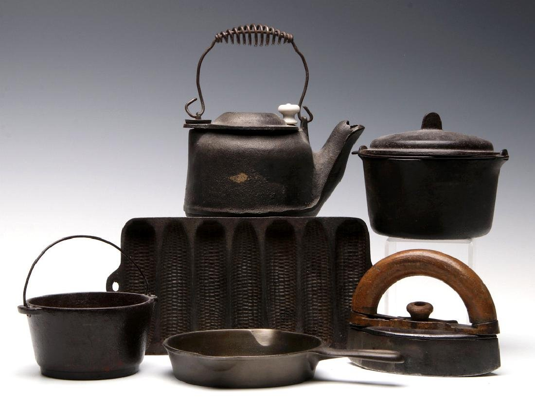 WAGNER WARE MINIATURE CAST IRON COOKWARE SAMPLES